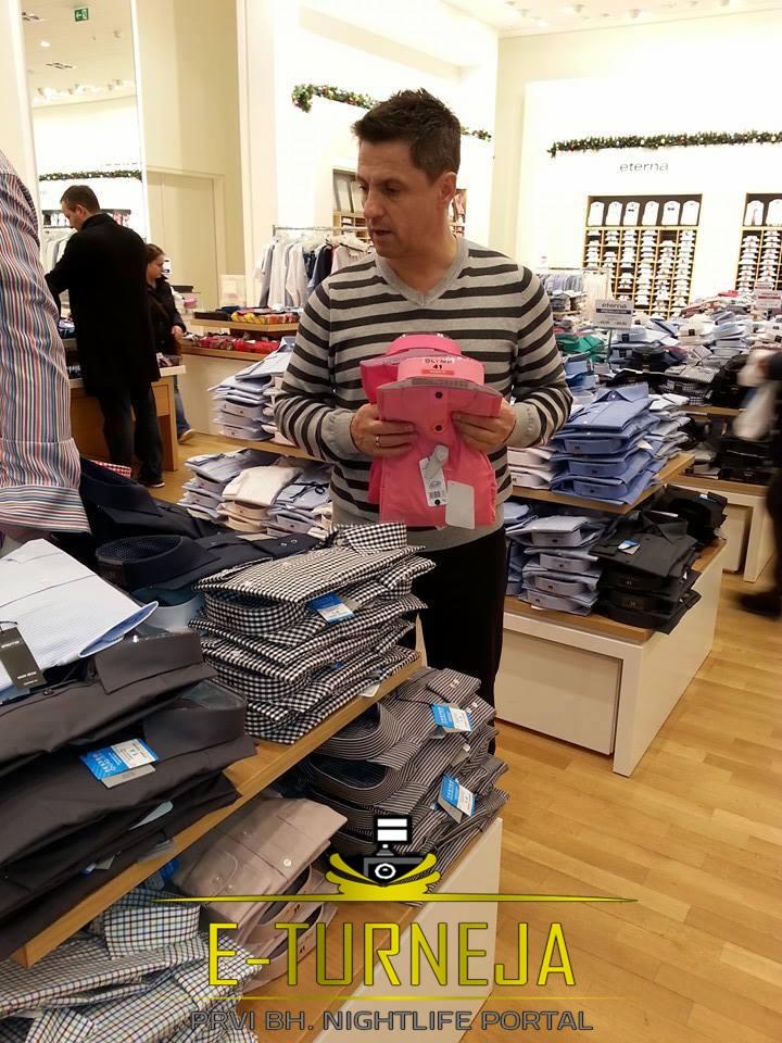 Poznati pjevač Nihad Alibegović uživa u shoppingu !
