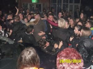 Na humanitarnom koncertu u Miričini fanovi opkolili Mensura i Una!