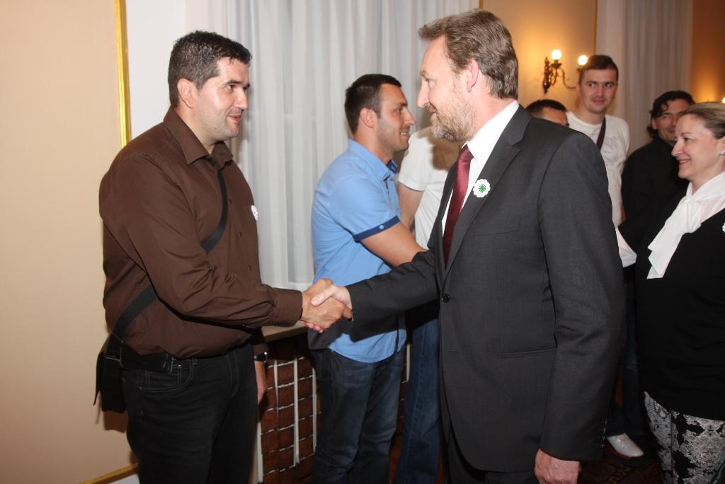 Predsjedavajući Predsjedništva Bosne i Hercegovine Bakir Izetbegović organizirao je iftar za zlatne reprezentativce u sjedećoj odbojci i našeg bokserskog šampiona Adnana Ćatića