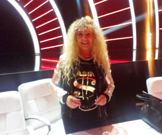 "PJEVAČICA JE ŠOKIRALA SVE PRISUTNE: Na snimanju ""Zvezda Granda"" koje svake subote od 21 sat možemo pratiti u programu OBN TV – pojavila se sa plavom kosom!"