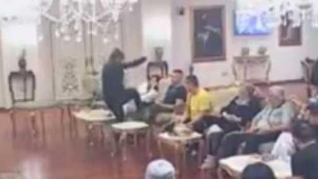 """Podivljala Miljana šutirala Brendona, pa ga udarila u glavu, ostali učesnici urlali: """"Prebij ga""""! (VIDEO)"""