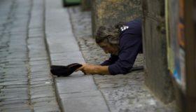 PROSJAČIO JE I BIO AGRESIVAN PREMA SVIMA: Nije imao ni za hljeb, a kada su mu pretresli džepove uslijedio je ŠOK!